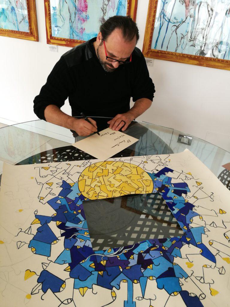 Rossano Ferrari firma la sua opera da inviare nello spazio